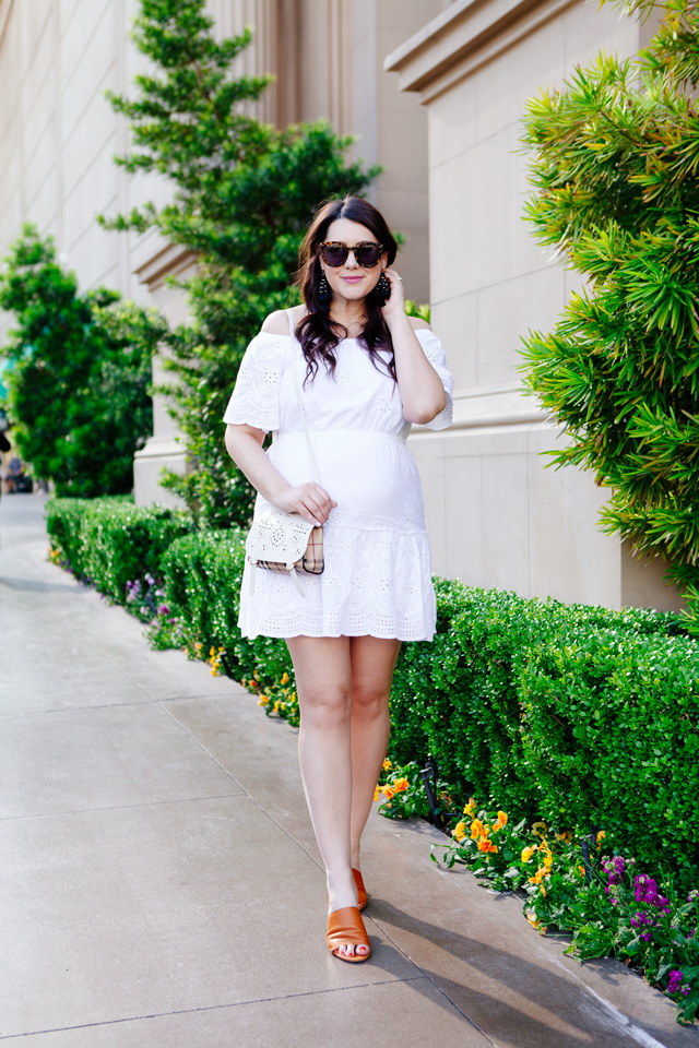 Eyelet white dress with Burberry Crossbody
